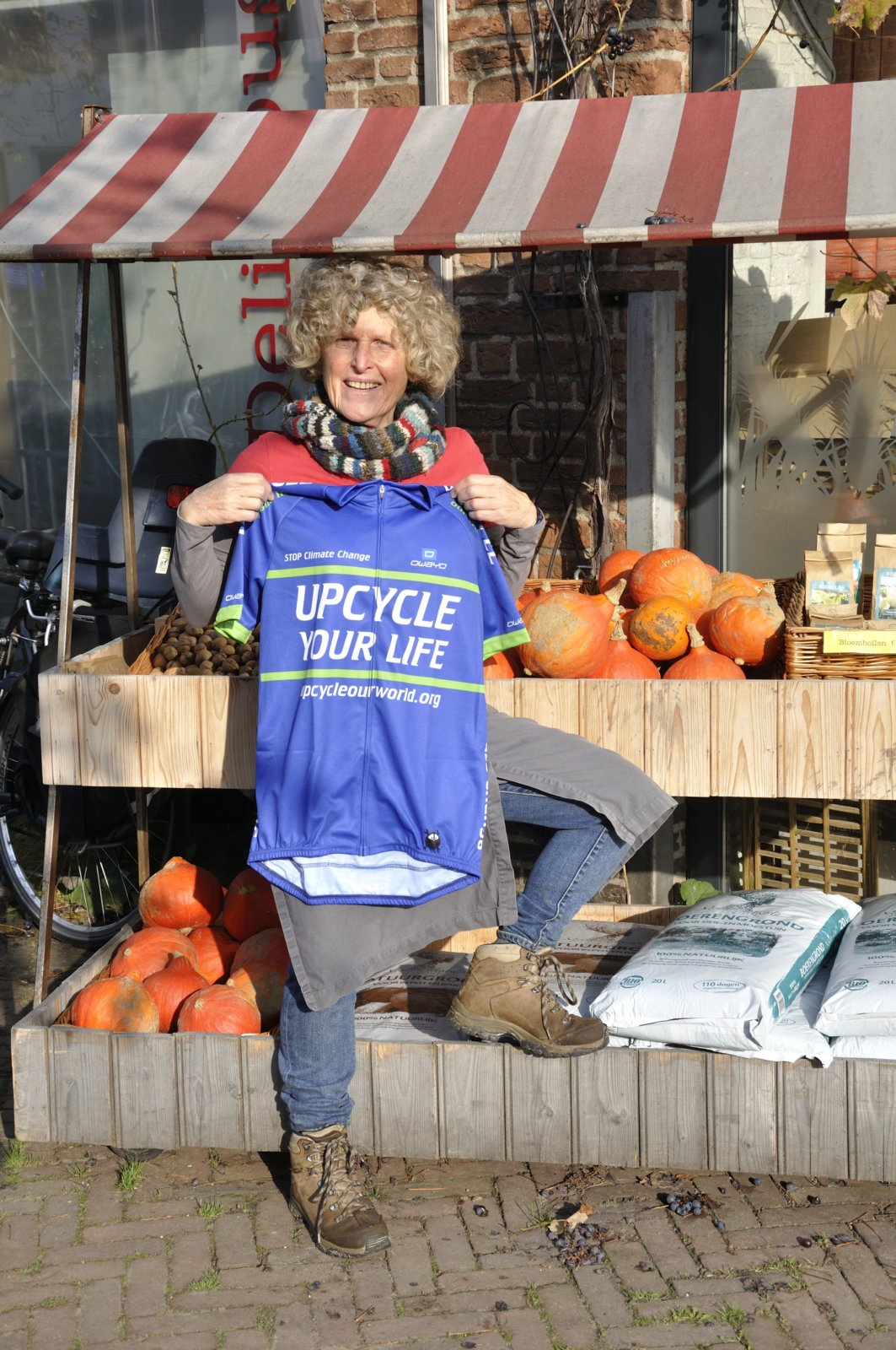 Ambassadeur Gesina Toont Het Upcycle Your Life Wielershirt