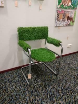 Design Gras Stoel kunstgras zitting, rug- en armleuningen Op verchroomd metalen Buizenframe
