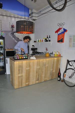 Gerrit Schenkt Trots Koffie In
