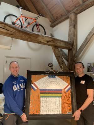 Hubert Decreatievelink Van Soest Schenkt Mountainbiker Bart Brentjens Fietskunstwerk