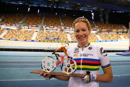 Wereldkampioen Baanwielrennen Kirsten Wild Met Uniek Fietskunstwerk Created By Decreatievelink
