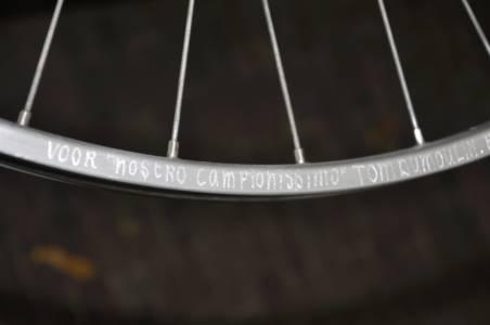 Gravering Voor Nostro Campionissimo Tom Dumoulin In Velg
